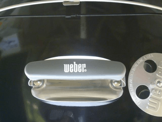 Heat deflector on the Weber 26 inch grill