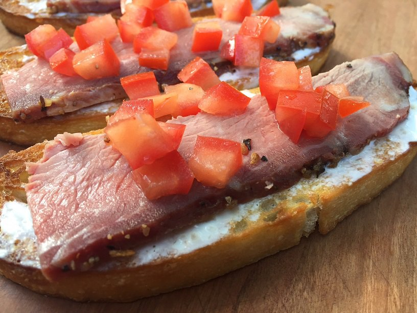 Tri Tip Toasts with Tomatoes